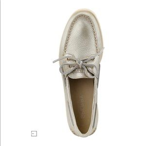 EUC GOLD METALLIC SPERRY TOP SIDER SIZE 8